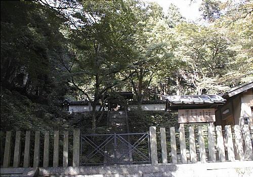 六条天皇・高倉天皇陵